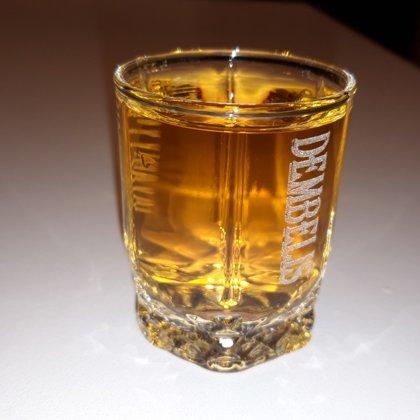 Lāzergravējumi stiklā